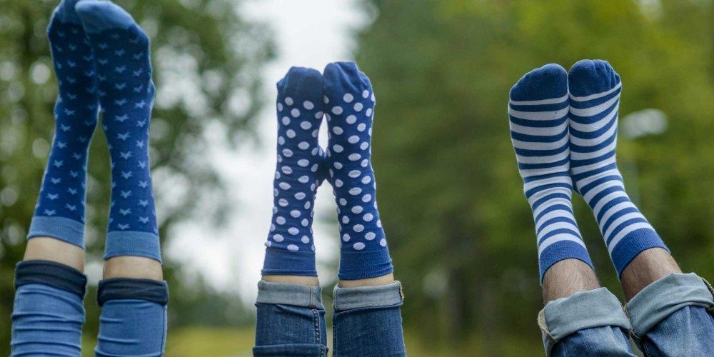 Bunte Socken aus Bio-Baumwolle – in Schweden designt und fair produziert in Indien. Die Bio-Baumwolle ist GOTS-zertifiziert.
