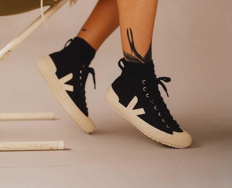 Nachhaltige Sneaker hier online kaufen in der Schweiz oder in unserem Laden in Zürich und Bern.